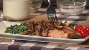 Monday Night Meal: Creamed Spinach with Sautéed Mushrooms & Pan Seared Salmon